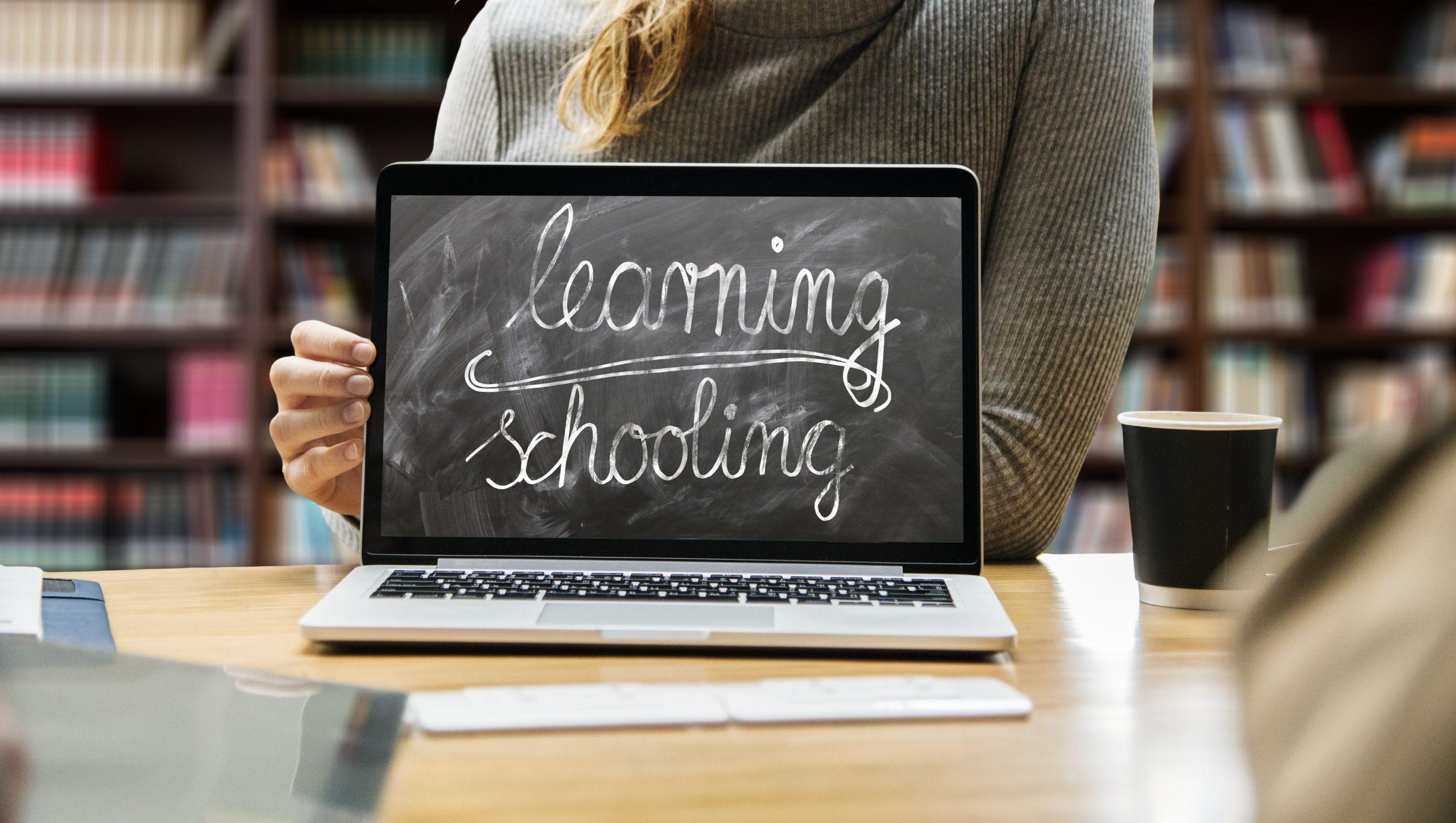 Rivoltella, riprendere la scuola guardando al futuro